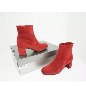 La canadienne Red Suede Women's Short Boots 6 M